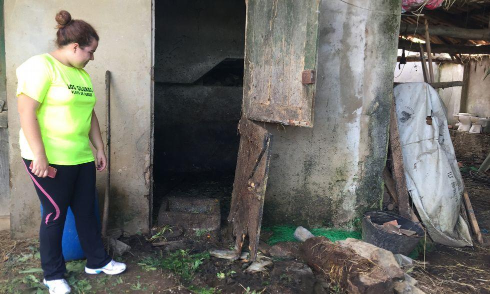 Un tornado sorprende a los vecinos de Sada y Miño.Ángeles Taibo en su casa de Cortiñán
