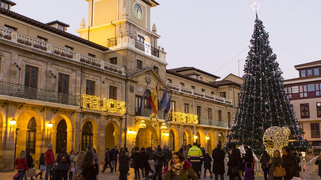 La Navidad ilumina las calles de Oviedo