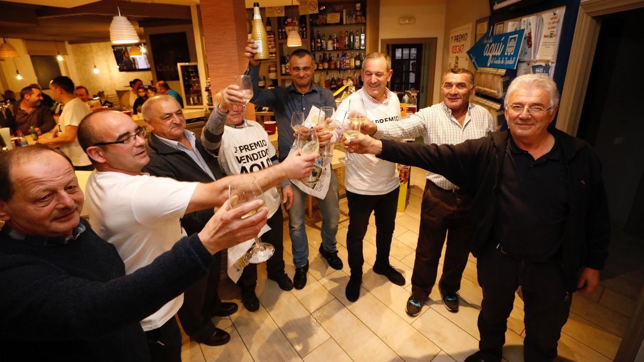 La Peña O Garente celebra el gordo de 400.000 euros