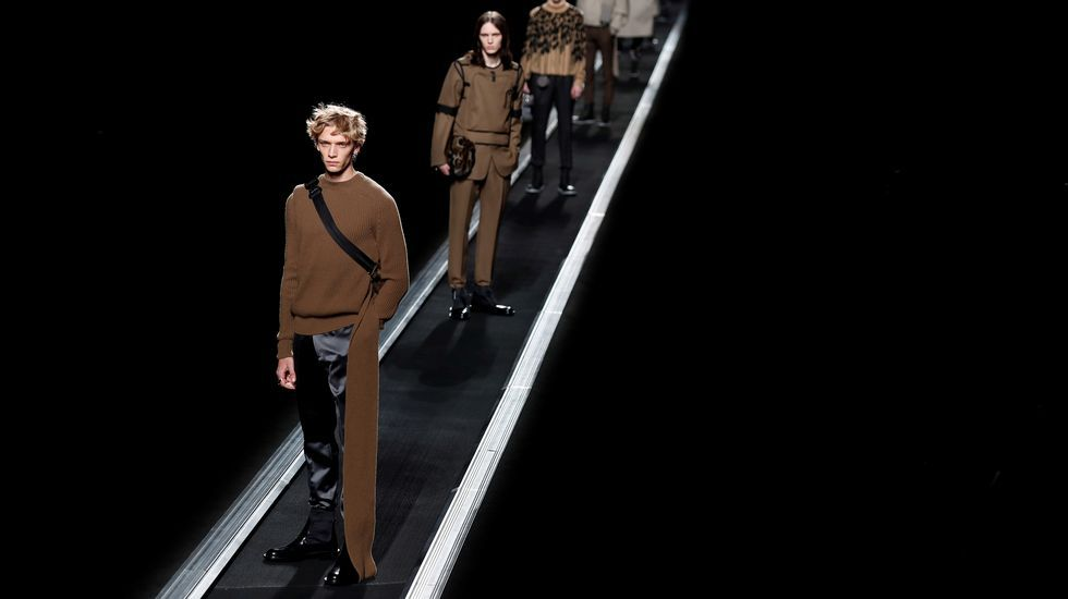 Así fue el desfile delos diseños de Marcos Luengo en la Madrid Fashion Week.Varios modelos presentan algunas de las propuestas para la temporada otoño/invierno 2019/2010 del diseñador del Reino Unido Kim Jones para Dior este viernes durante la Semana de la Moda masculina de París