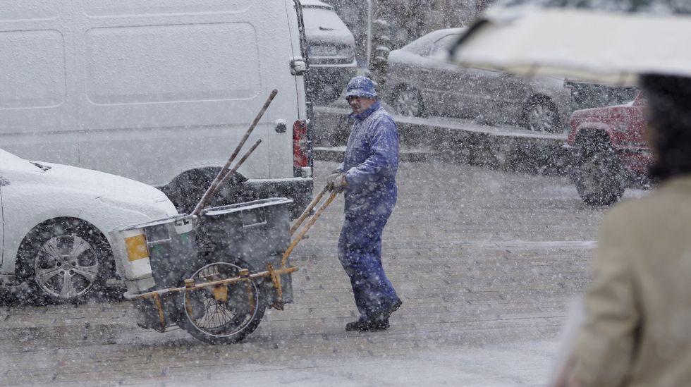 Nieva con intensidad en Castro Caldelas