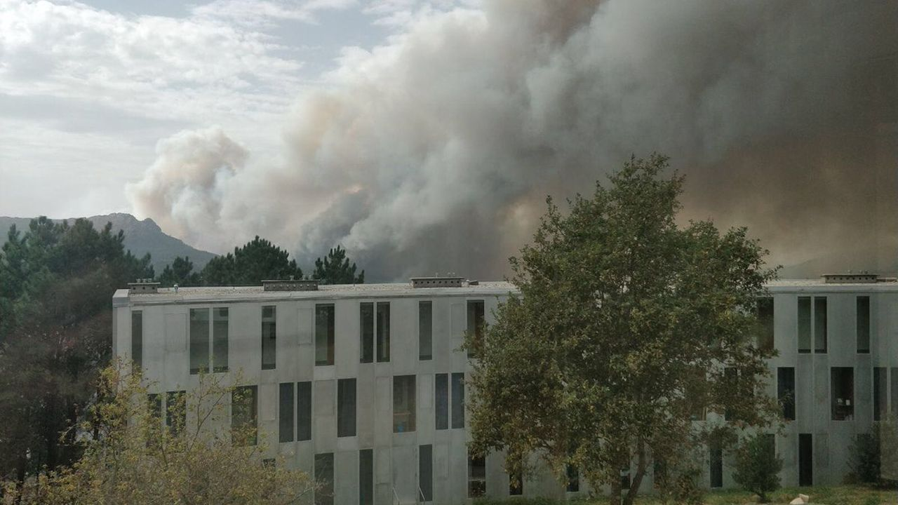 Los incendios arrasan Galicia.En Fragoselo, en Coruxo, se vivieron momentos de tensión