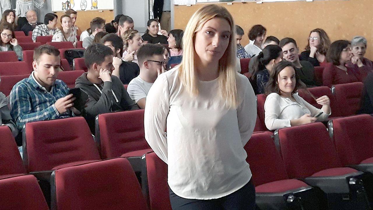 Lucía Fernández: la estudiante de Derecho de Oviedo que ejerce la prostitución.Reproducción de un neandertal del Museo de Düsseldorf