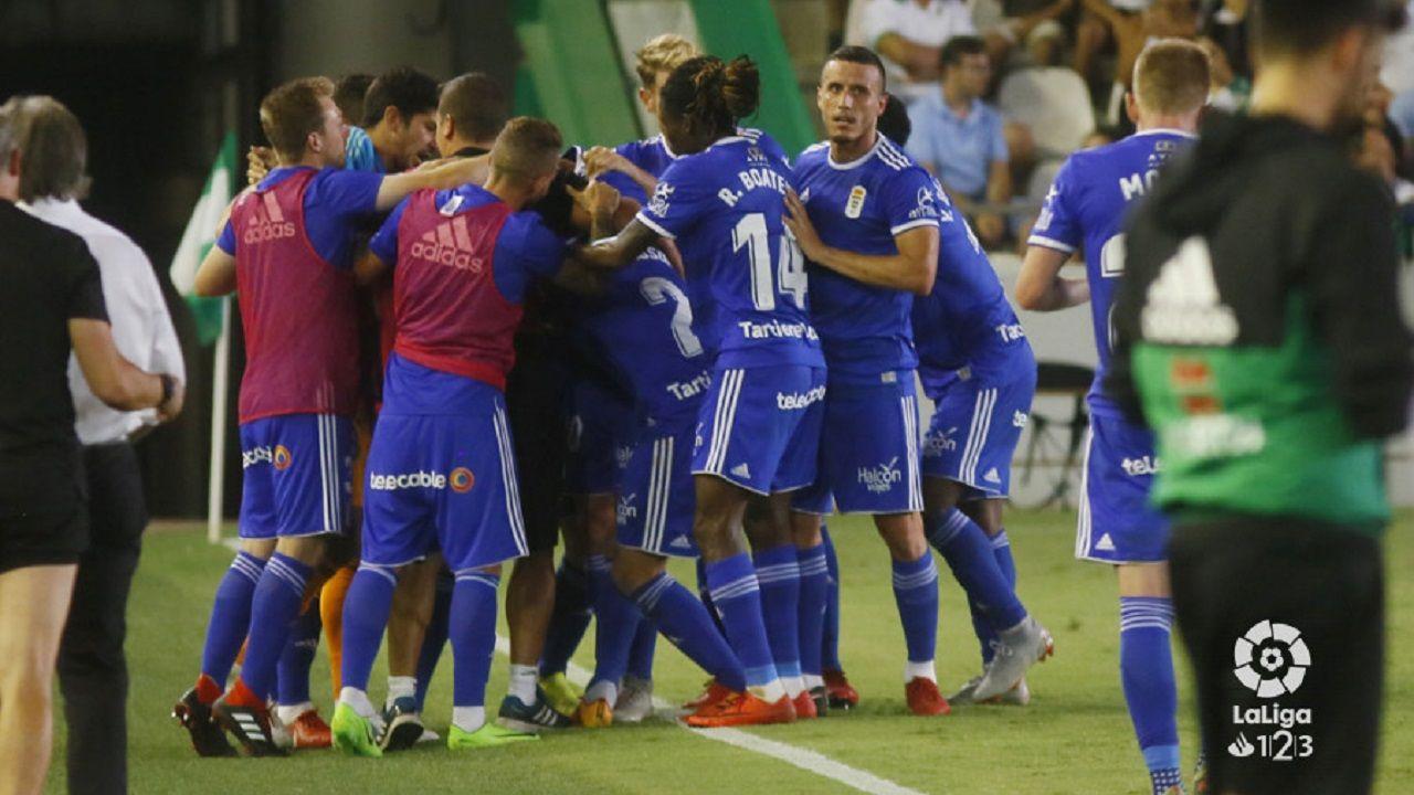 Tejera Real Oviedo Extremadura Carlos Tartiere.Los jugadores del Oviedo celebran un gol