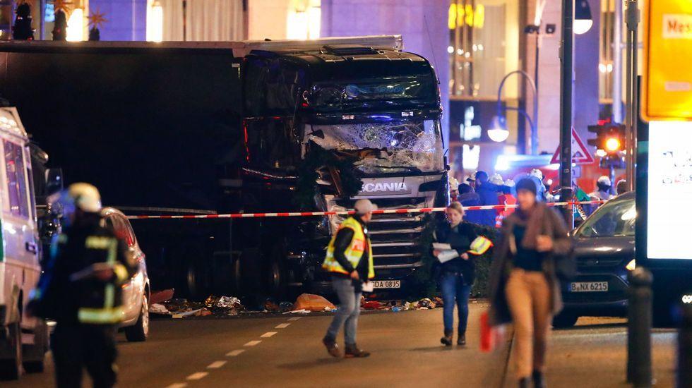 Un camión arrolla a una multitud en un mercado navideño de Berlín.El padre y el hermano de Adri, siguen negando que Anis sea un yihadista capaz de atentar.