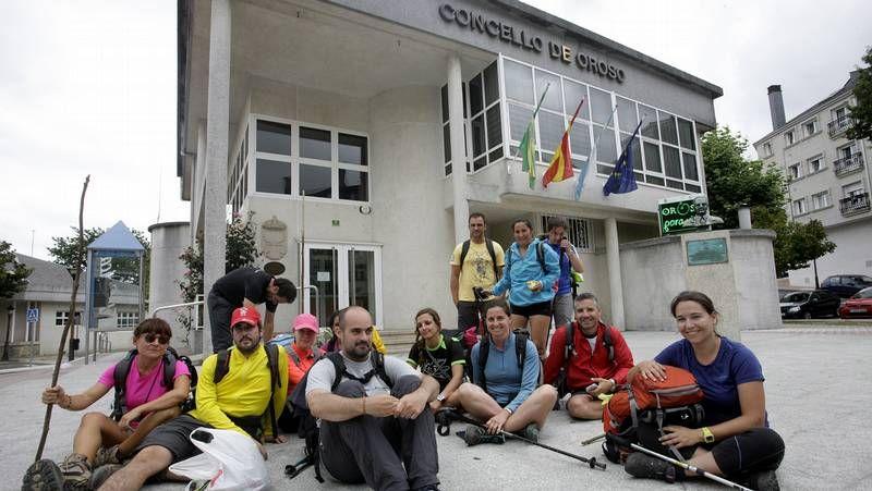 Peregrinos llegados a Sigüeiro se quejan de la falta de albergue público