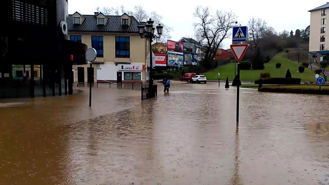 Rotonda de Cerdeño, anegada por el agua del temporal Hugo