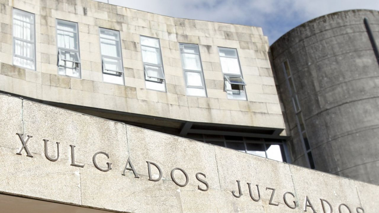 Un histórico narcotraficante asturiano, detenido tras 15 años huyendo de la Justicia.Entre el material incautado se halló un dron de última generación, un radar, un maletín inhibidor de frecuencias y numerosos equipos de transmisión