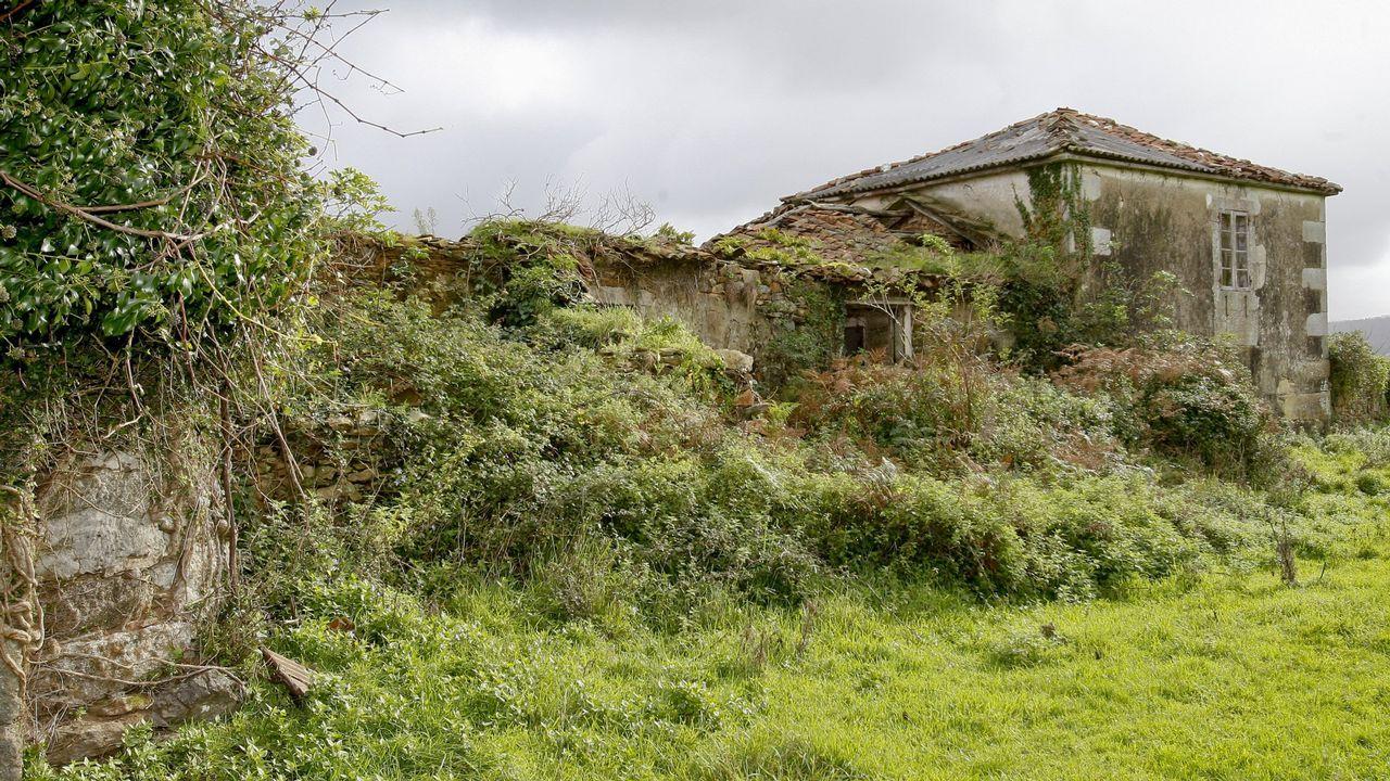 TORRES DE TALLO. El pazo pontecesán está catalogado como BIC, pero la falta de mantenimiento ha hecho que ahora sea una ruina. Está en manos privadas. Sería una candidata a la expropiación.