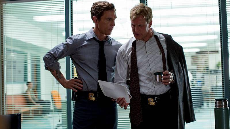 Cumberbatch y Freeman, como Holmes y Watson, respectivamente.