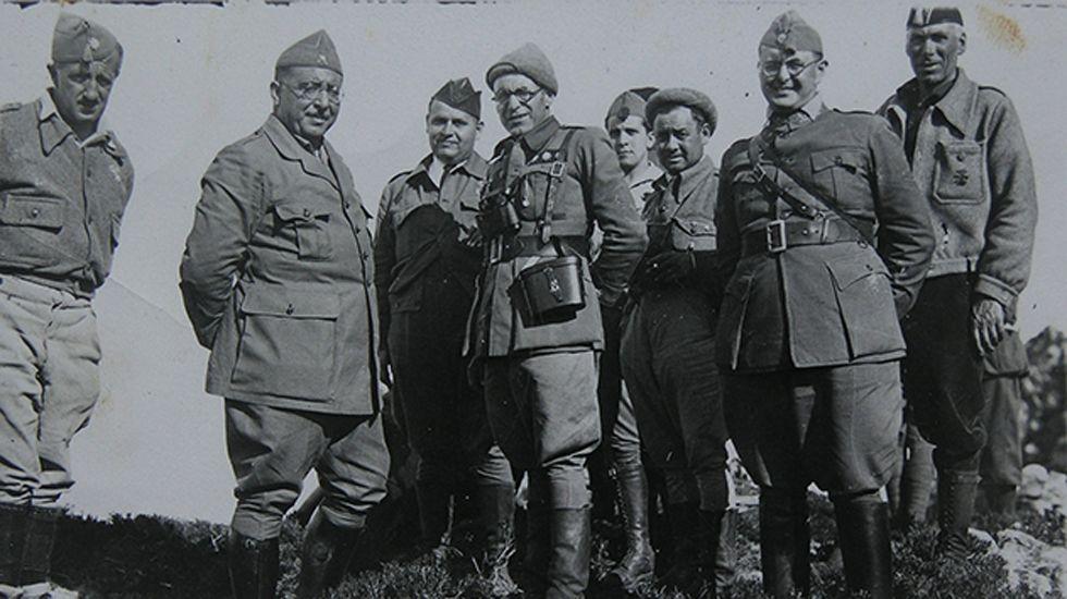 Frente de Asturias-León, octubre de 1937. El general Antonio Aranda con jefes y oficiales de su Estado Mayor