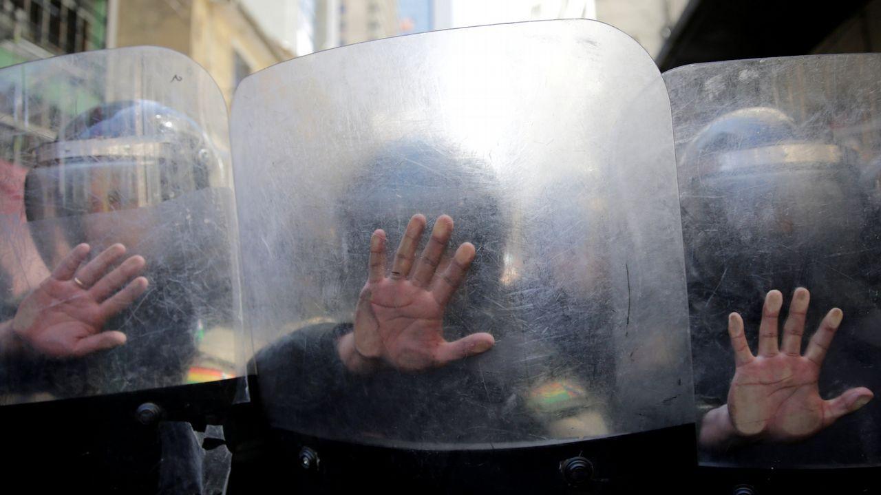 Policías antimotines en La Paz, Bolivia, en una protesta tras la muerte de dos cultivadores de coca la semana pasada durante unos enfrentamientos con fuerzas policiales