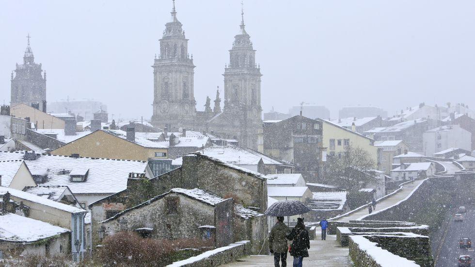 .La nieve llegó incluso a cubrir Lugo durante casi todo un día