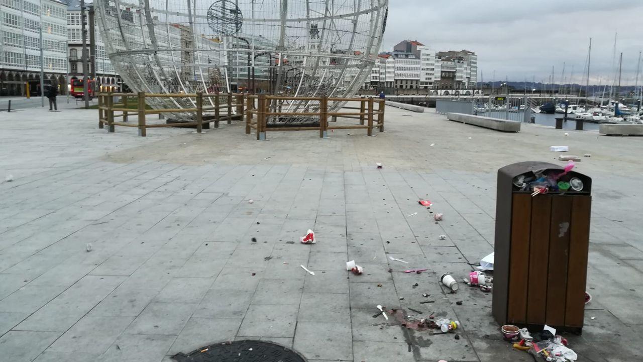 La Marina amanece llena de basura