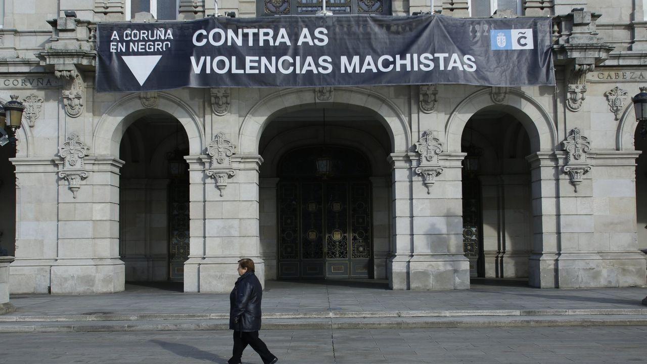 Las fiscalas especialistas en violencia sobre la mujer Pilar Martín Nájera y Rosalina Carrera, con el fiscal superior de Galicia, Fernando Suanzes