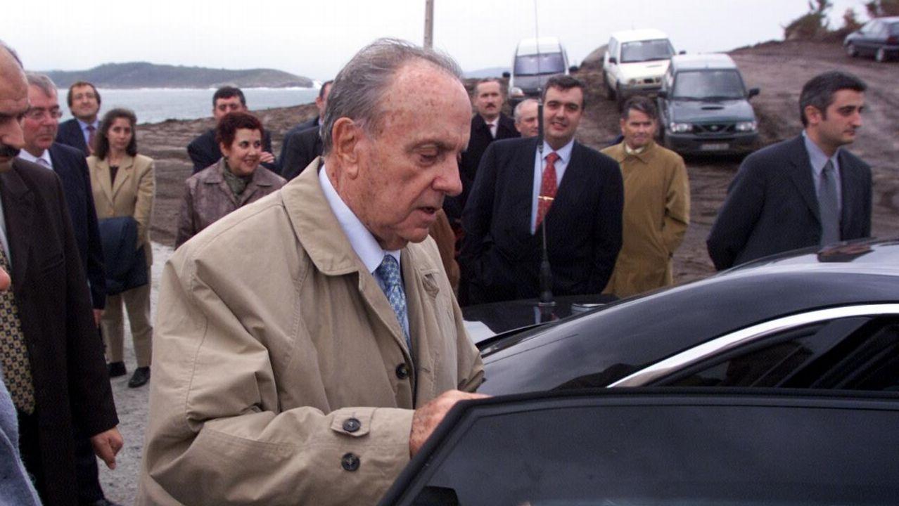 Todas las imágenes de laSemana Santa de Ferrol 2019.Fraga, en una imagen de archivo del 2001, durante una visita a las obras del puerto exterior de Ferrol