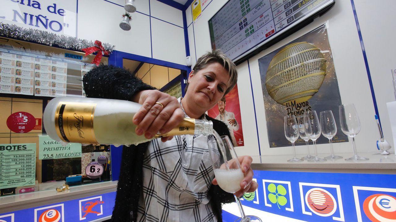 Celebración del gordo en Carrefour pontevedra.Salida de la primera etapa de la V Regata Interclubes de la Ría de Pontevedra