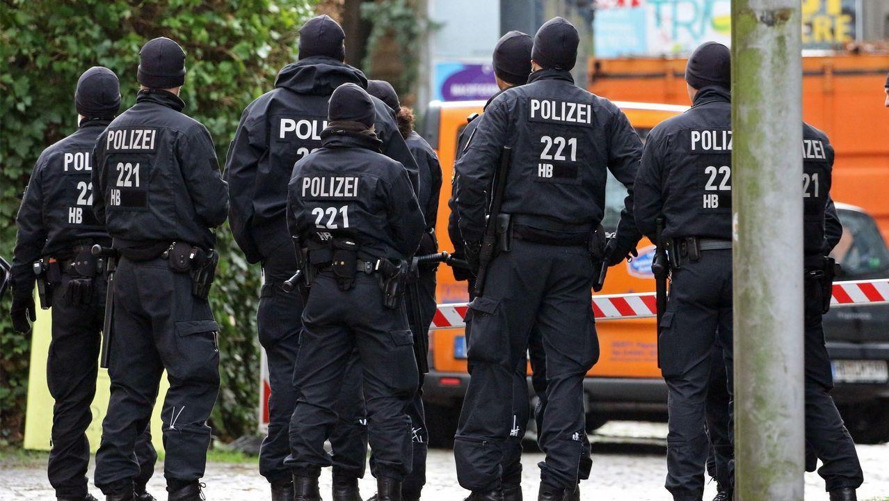 Un grupo de policías en la plaza Goethe, donde fue atacado el diputado