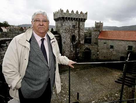 José Miñones Trillo, en el castillo de Vimianzo, en una imagen tomada a comienzos del 2010.