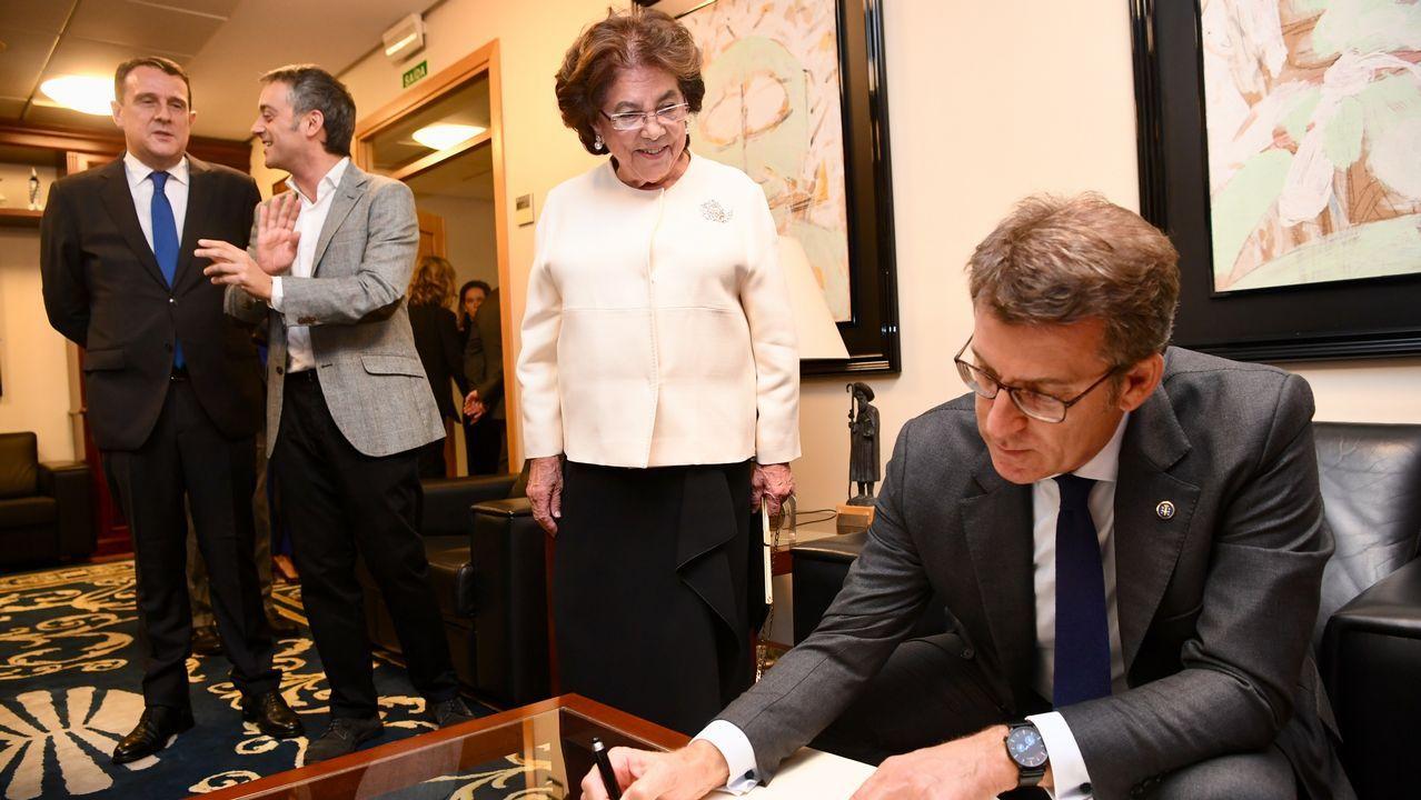 Búscate en la cena de gala de la AED.Feijoo y Ana Pastor en la inauguración de la exposicion 40 años de España en democracia