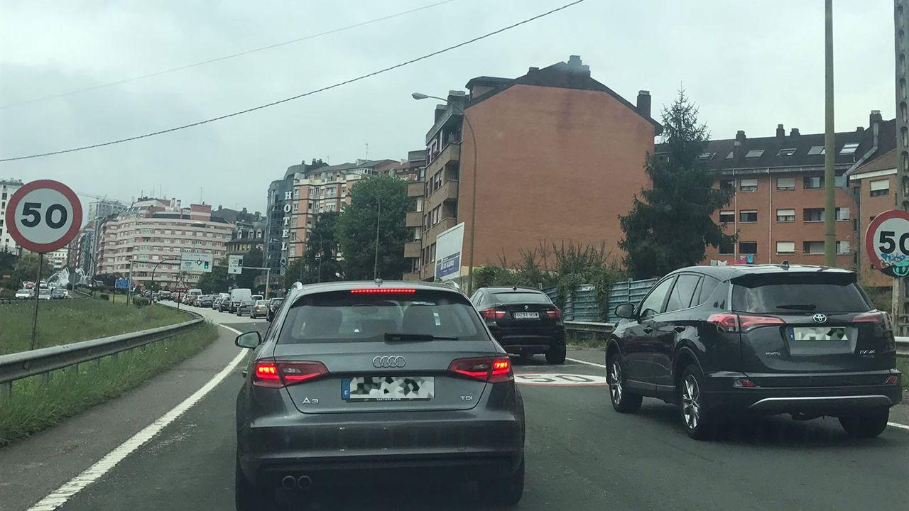 Tu coche es fantástico... ¿Lo sabes?.Atasco en la entrada a Oviedo