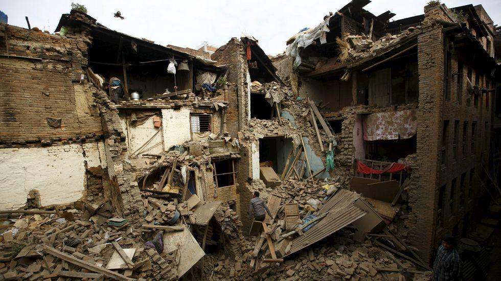 Veinticuatro horas después del terremoto, la tierra sigue temblando en Nepal