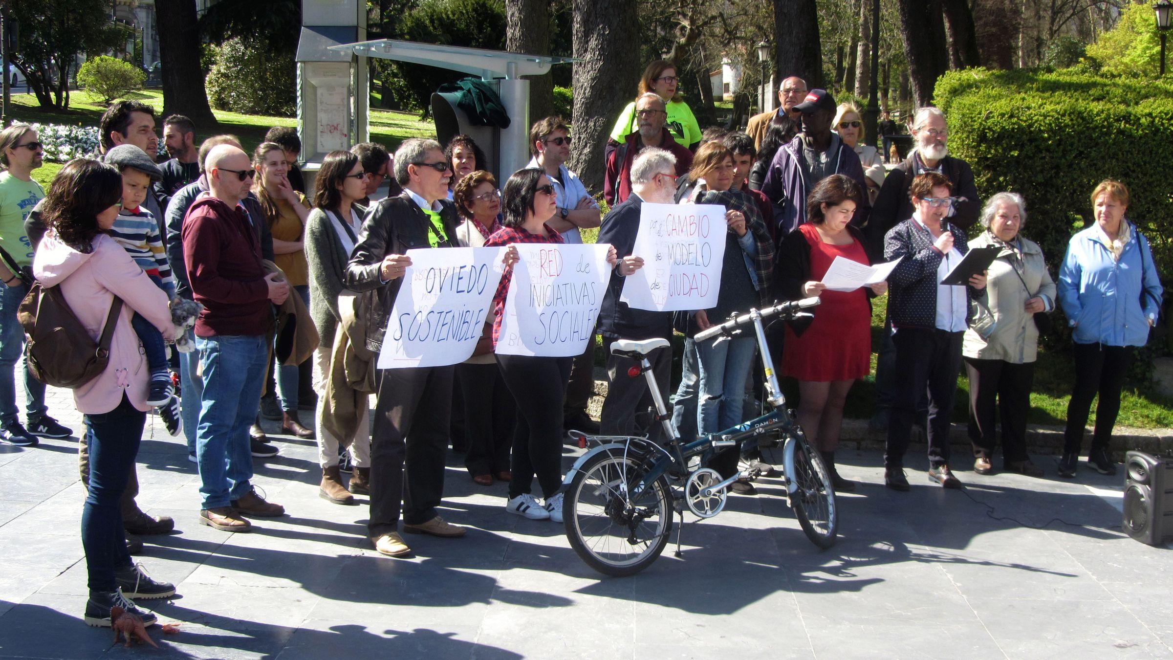 Miembros de la Red de iniciativas sociales por el cambio de modelo de ciudad «Oviedo Sostenible»