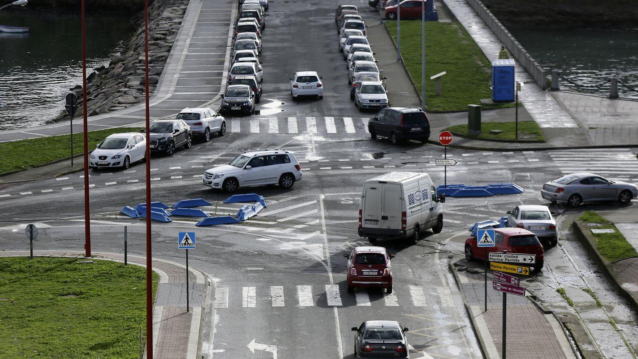 Señales y maniobras confusas lastran el tráfico.SEÑALES DE TRAFICO EN MAL ESTADO O PORTIÑO