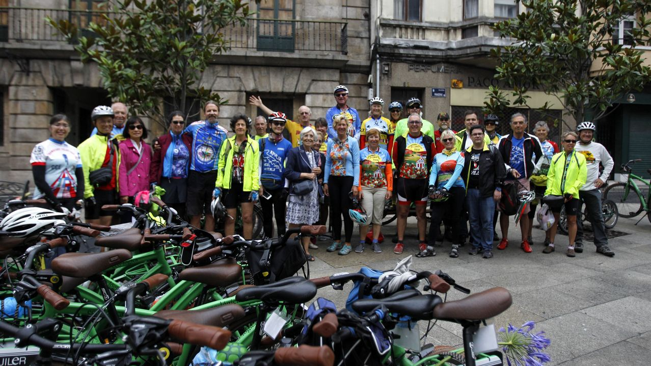 Homenaje a los represaliados del franquismo en la fosa común de Oviedo
