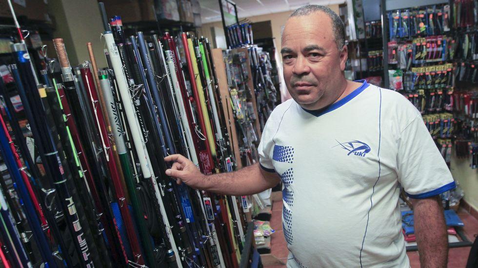 .El campeón del mundo en la tienda especializada Agropesca, en Fene