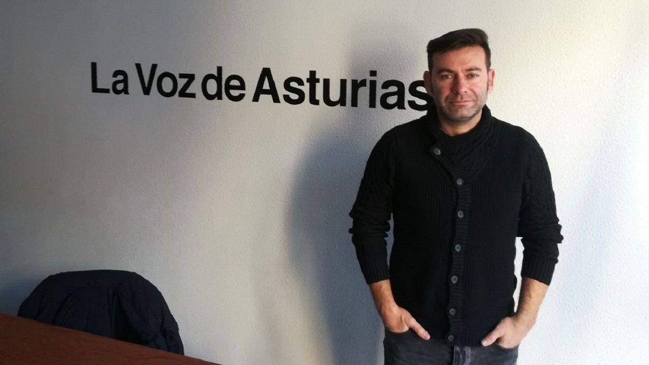Luis Arturo en la redacción de La Voz de Asturias