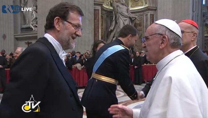 En directo desde la plaza de San Pedro en el Vaticano.Rajoy y Hollande, en el pasado mayo