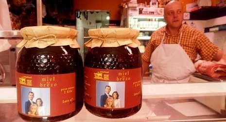 Botes de miel de Boal conmemorativos de la visita de los reyes el próximo día 25.