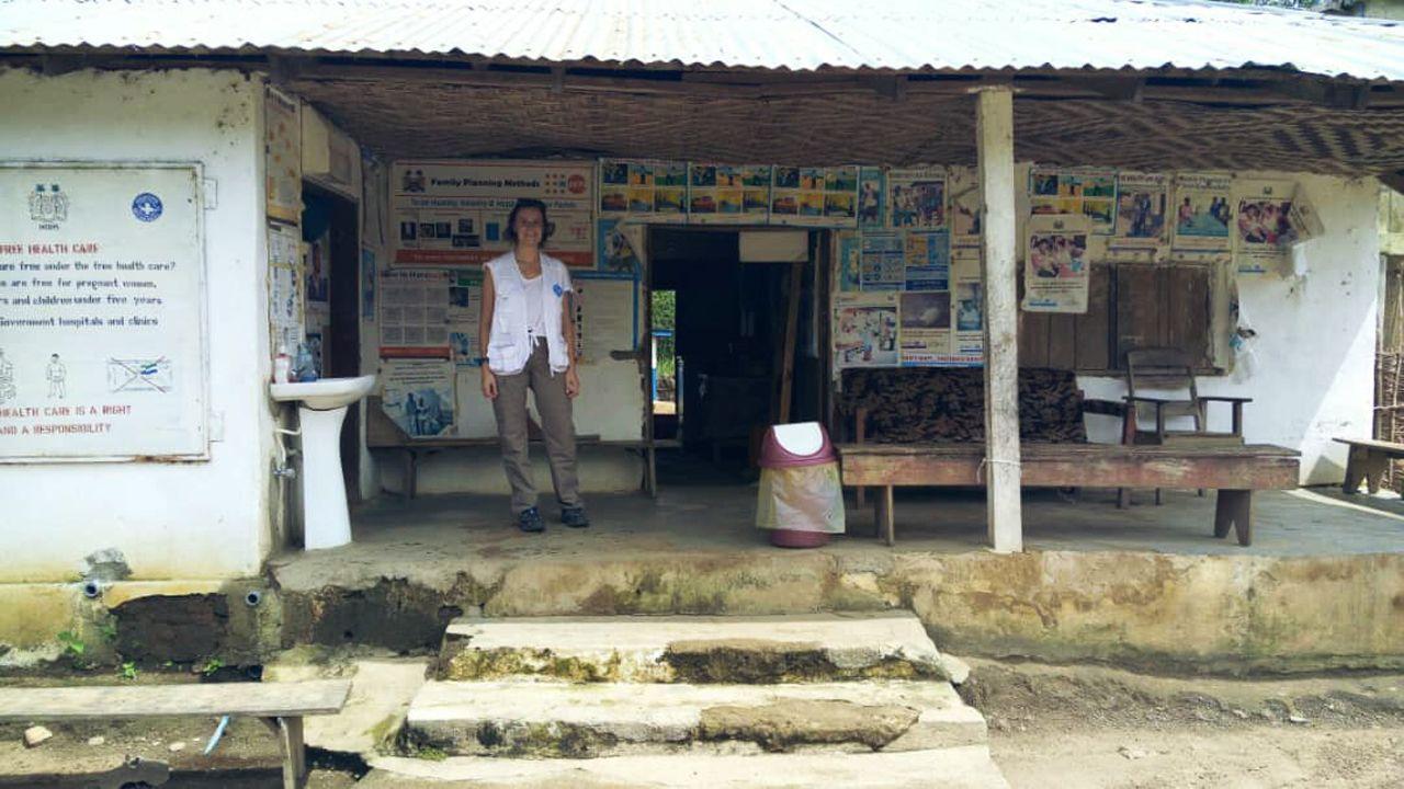 La asturiana Lucía Soto en uno de los centros médicos en los que colaboró en África