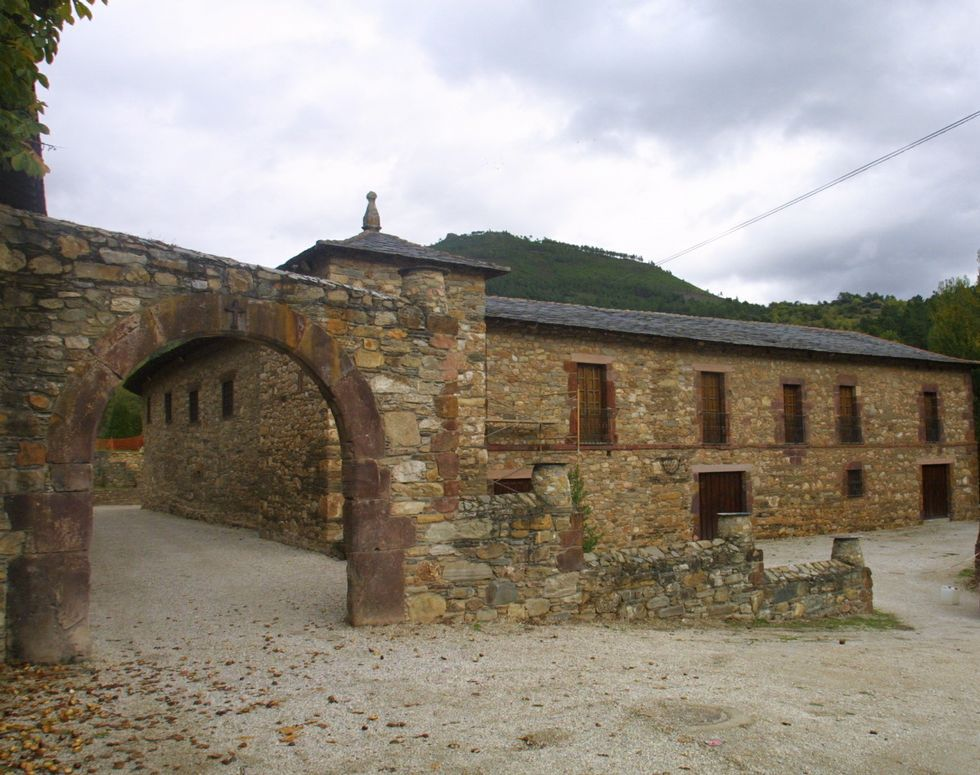 La nieve cubre de blanco las zonas altas de Galicia.En Xagoaza tiene su sede la bodega Viña Godeval.