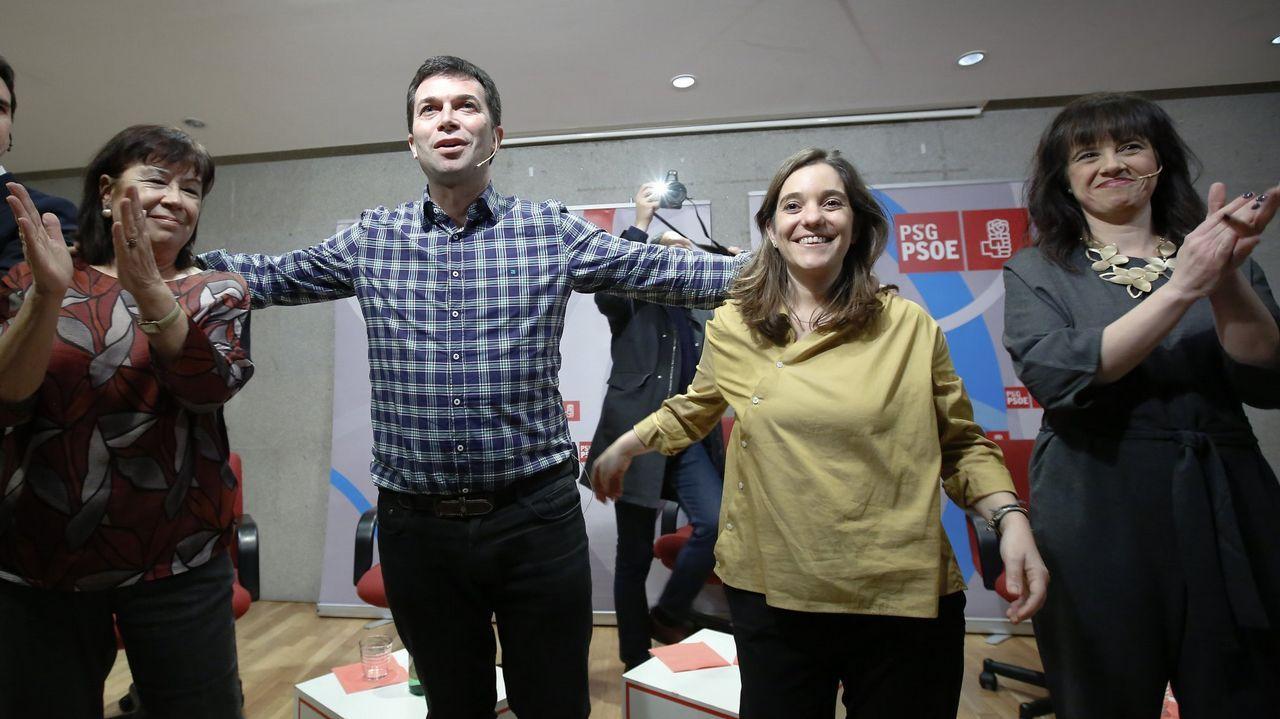 Hace justo un mes, Cristina Narbona, presidenta de honor del PSOE, participó con Gonzalo Caballero, presidente del partido en Galicia, en un encuentro en A Coruña que propició una de las contadas imágenes públicas de la candidata Inés Rey y la secretaria local, Eva Martínez Acón