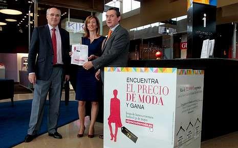 Madrid Fashion Week abre sus puertas.Manuel Areán, Esther Cruz y Rafael Sanguino.