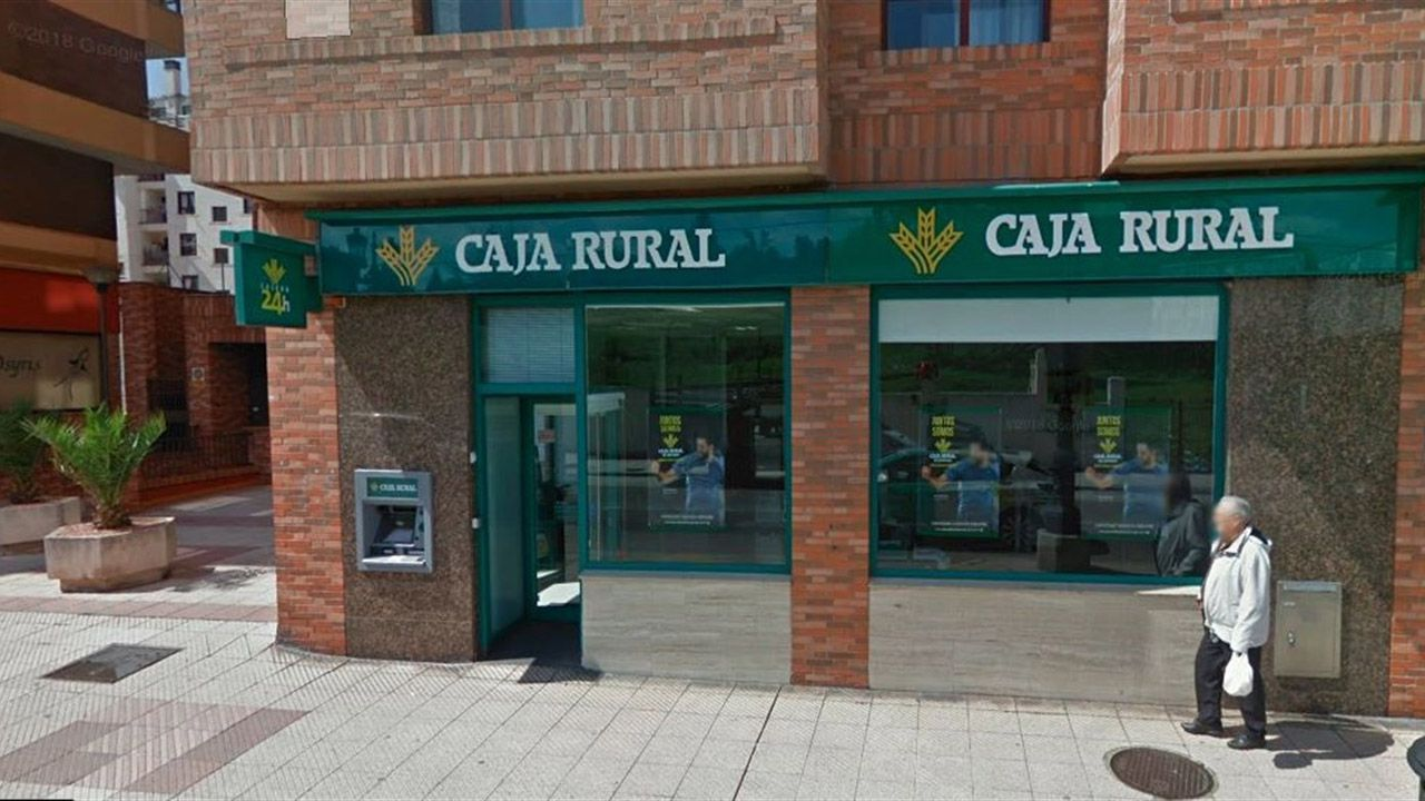 Sucursal atracada en La Tenderina Baja