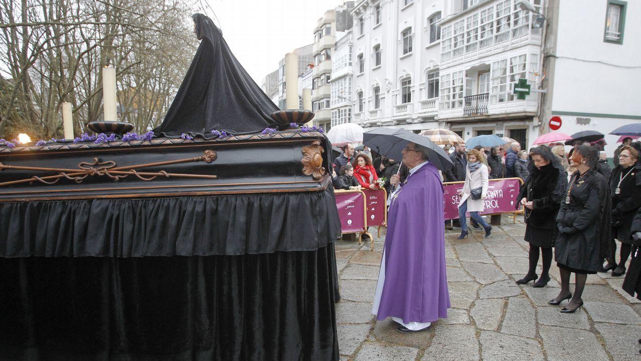 La lluvia da una tregua y permite la procesión de las Angustias.