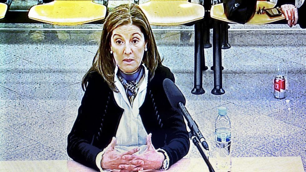 Esperanza Aguirre rompe a llorar.Imagen del monitor de la sala de prensa de la Audiencia  Nacional durante la declaración de Rosalía Iglesias, esposa de Bárcenas