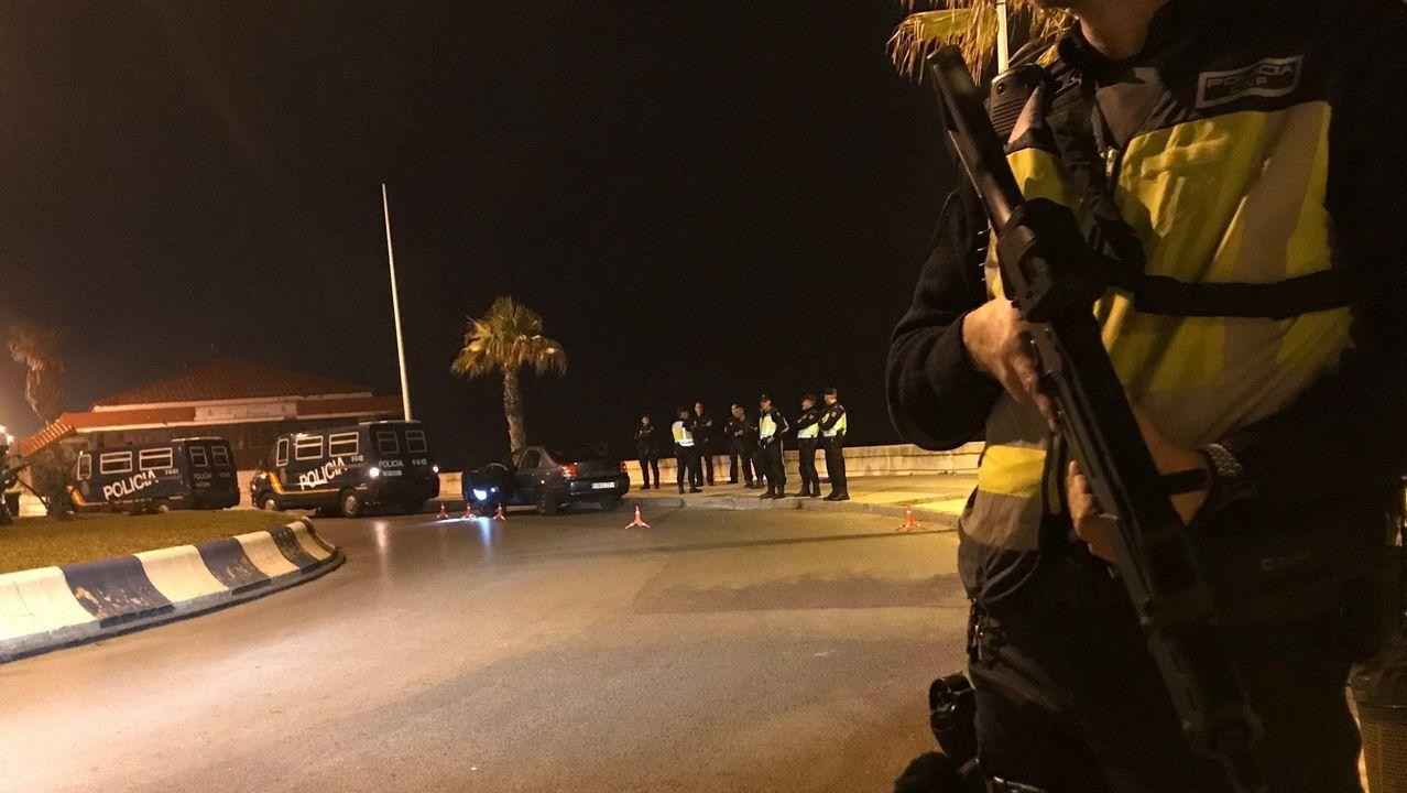 .Patrulla policial nocturna en La Línea de la Concepción