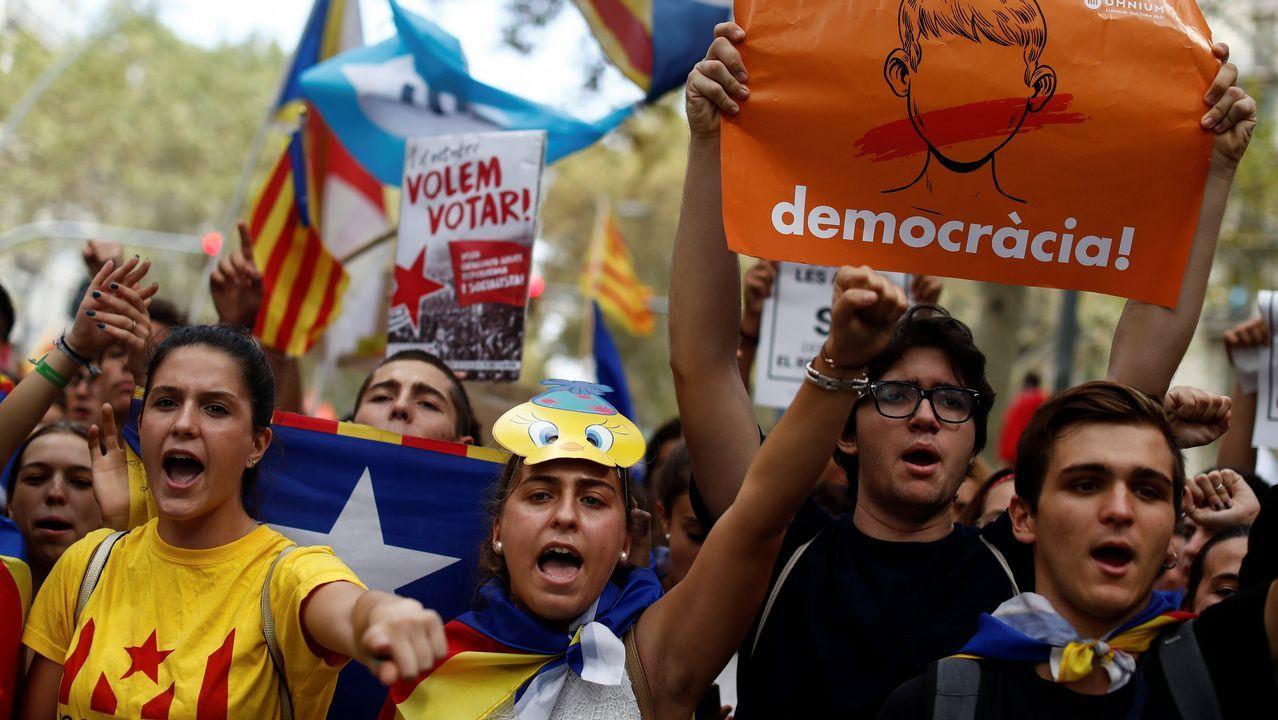 Miles de estudiantes se manifiestan en Barcelona a favor de referendo de 1-O