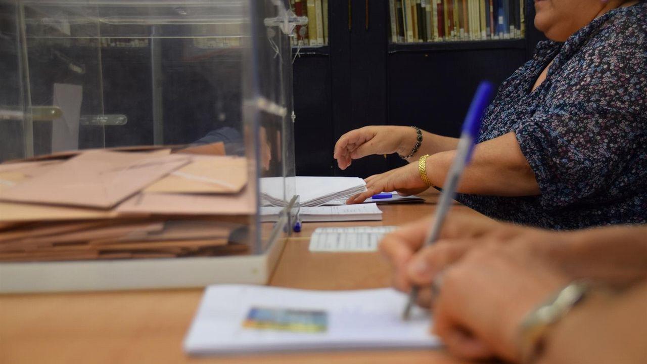 Casado promete una gran rebaja fiscal.García Egea (derecha) protagonizó un desayuno informativo con el líder del PP cataán, Alejandro Fernández