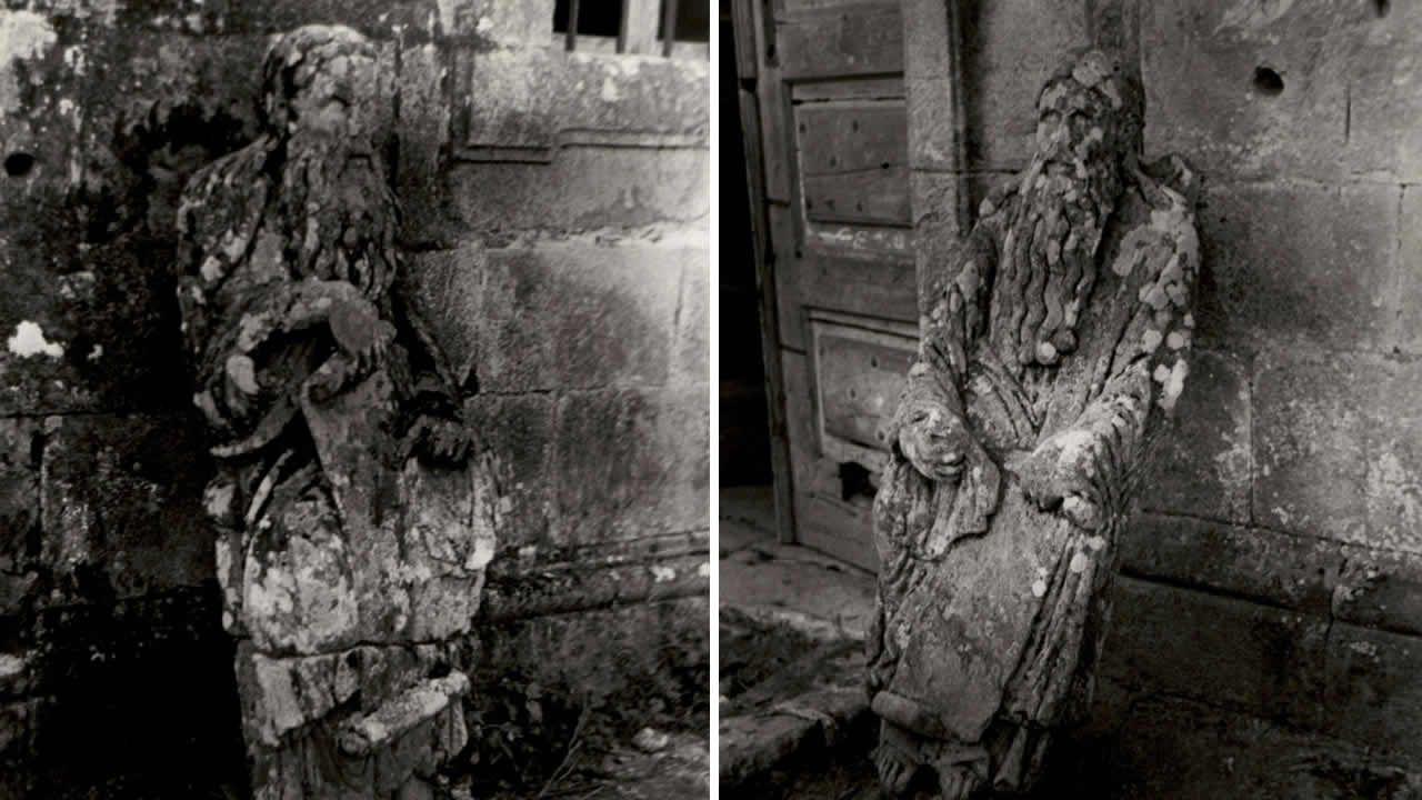 Detalle de las imágenes inéditas tomadas en 1945 por Miguel Durán-Loriga en las que pueden verse las estatuas mateanas (Ezequiel/Abraham y Jeremías/Isaac) apoyadas en la fachada del pazo de Ximonde, en donde se situaban flanqueando la entrada principal. Las fotografías se conservan en el archivo del Museo de Pontevedra