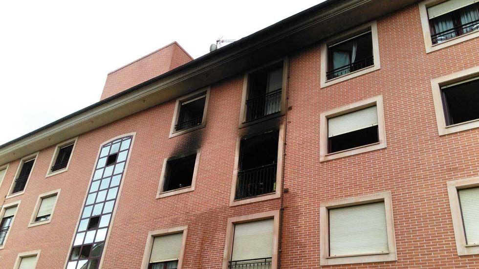 Incendio urbano en Nava