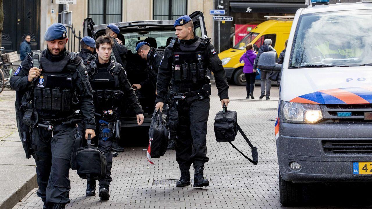 | EFE.En el centro, el hombre al que buscan las autoridades holandesas
