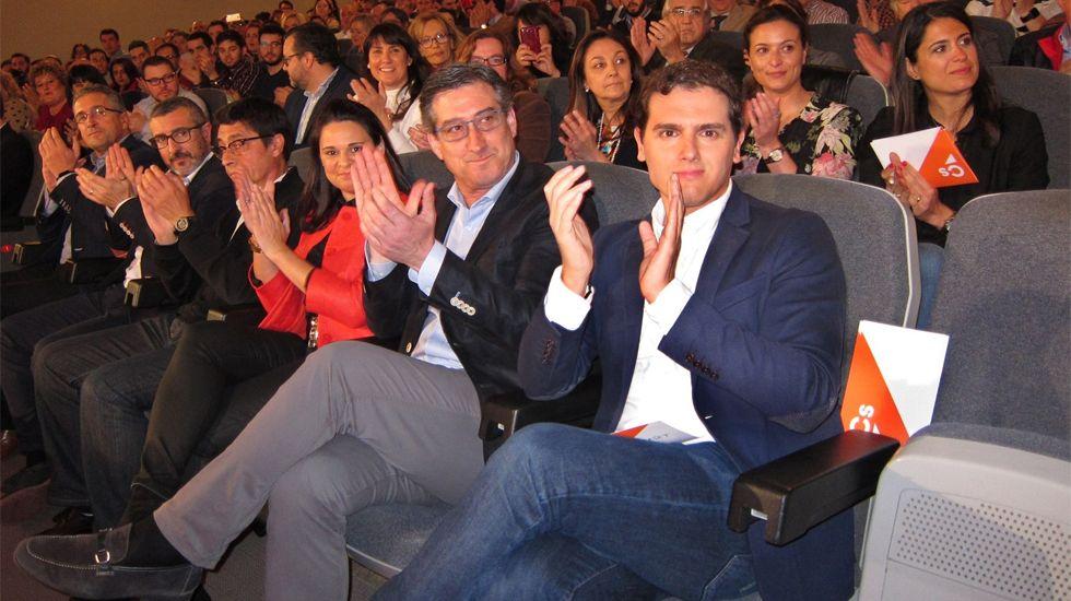 Rivera, junto a Ignacio Prendes y otros dirigentes de C's, en Gijón