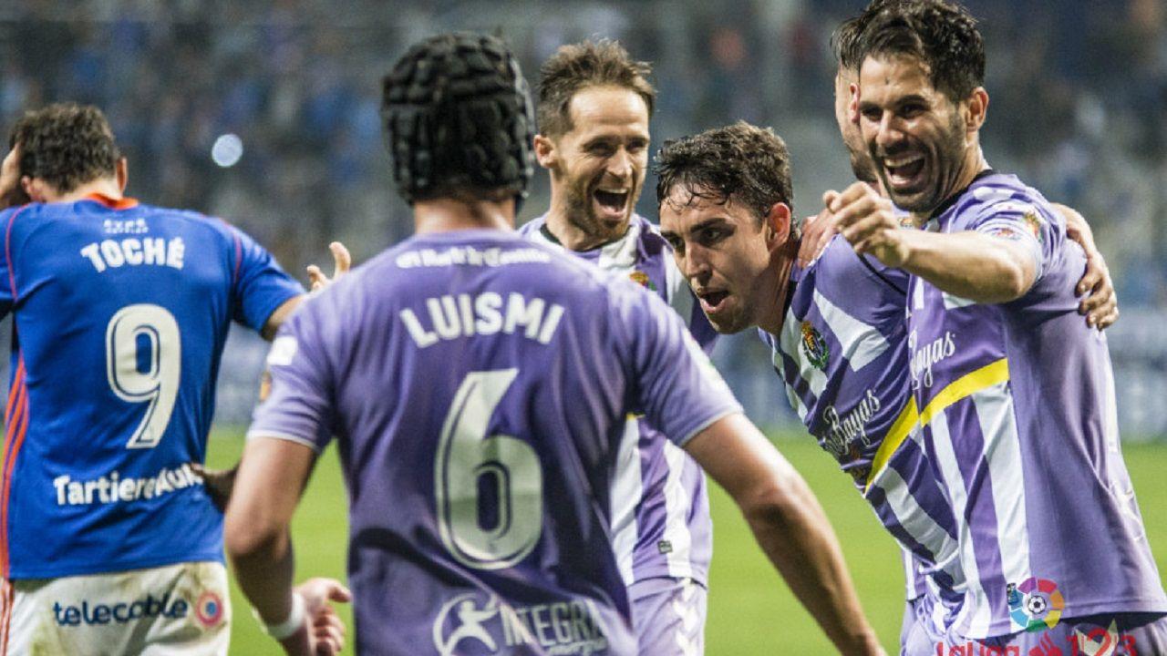 Toché se lamenta mientras los jugadores del Valladolid celebran