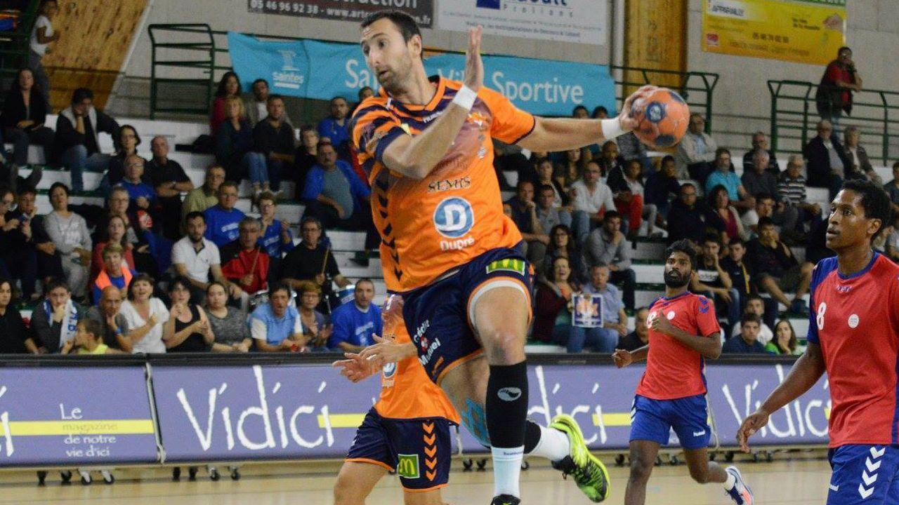 El corverano Guillermo Barbón, en una acción durante un partido