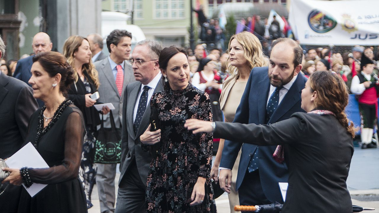 El rey Felipe junto a la periodista mexicana Alma Guillermoprieto, ganadora del premio de Comunicación y Humanidades.